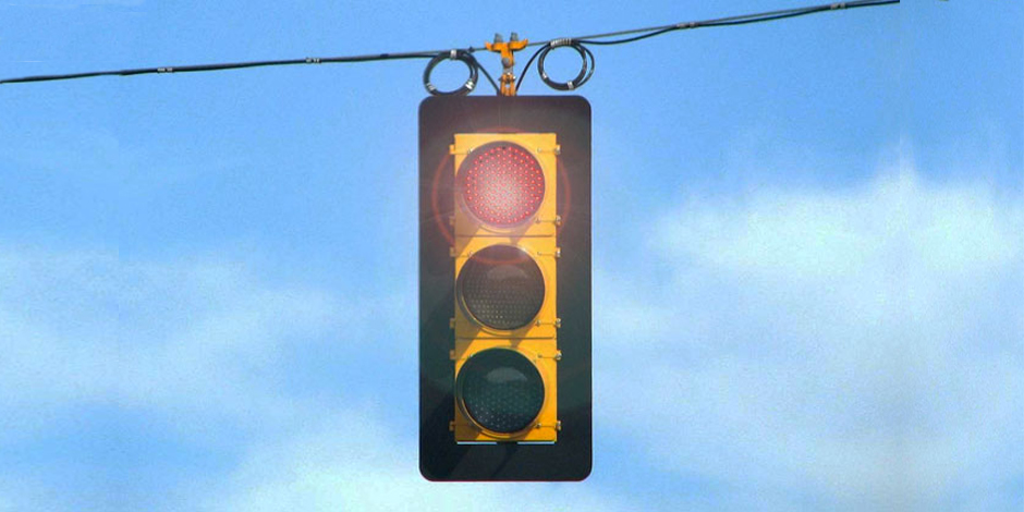 Traffic signal with red flashing light - Credit: Kevin Payravi / wikimedia
